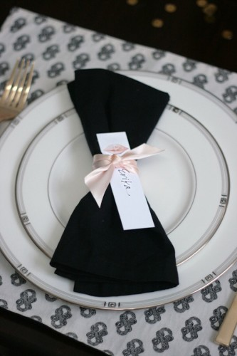 small-shop-Erika-Brechtel-vday-dinner-party-table-setting-black-white-Stone-Textile-pink-KW-kiss-place-card